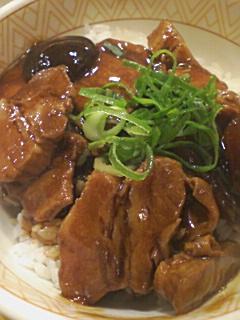 すき家の豚トロ角煮丼